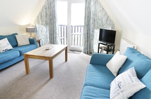Last Minute Cottages - Valley Lodge 2