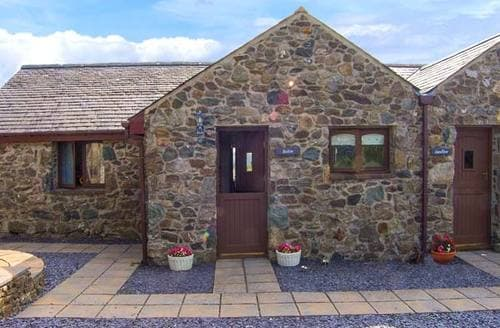 Last Minute Cottages - Luxury Llangaffo Cottage S9547