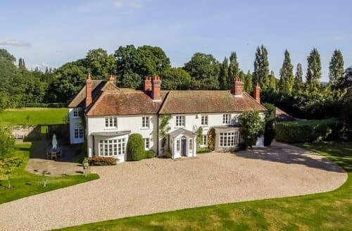 Last Minute Cottages - Swallowfield House