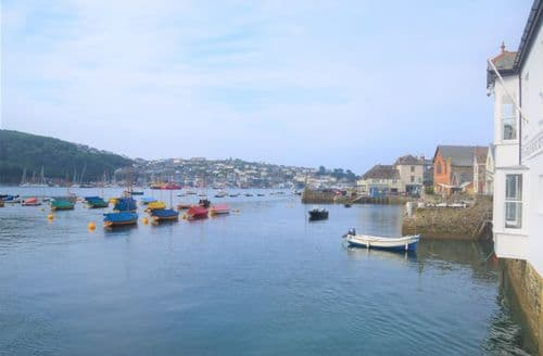 Last Minute Cottages - Riverside Loft, Fowey