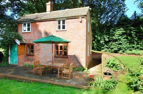 Last Minute Cottages - Excellent Edingthorpe Rental S9785