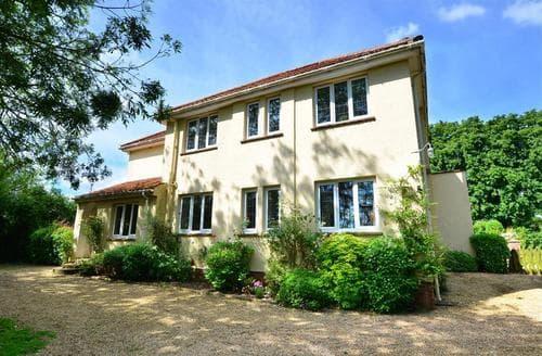 Last Minute Cottages - St Hilary's House