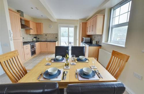 Last Minute Cottages - Splendid  Apartment S9805