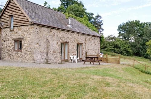 Last Minute Cottages - Sophies Barn