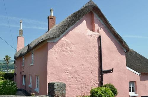 Last Minute Cottages - Old Stoke House