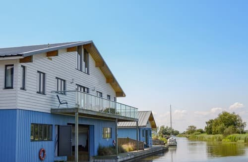 Last Minute Cottages - Heigham View