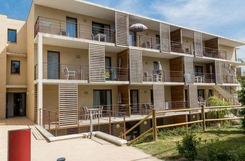 Last Minute Cottages - L'Appartement de la Vallee 2