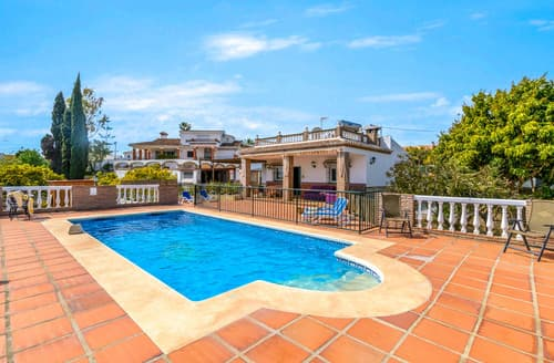 Last Minute Cottages - Villa Larelai