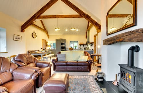 Last Minute Cottages - Beudy'r Wennol