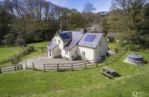 Last Minute Cottages - Glandwr Manor