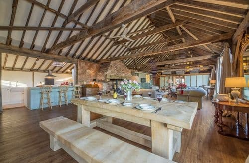 Last Minute Cottages - Court Barn , Shelley