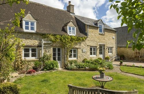 Last Minute Cottages - Mole End Cottage, North Cerney, Near Cirencester