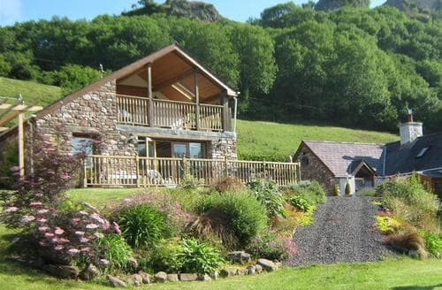 Last Minute Cottages - Wonderful Llandeilo Lodge S71823