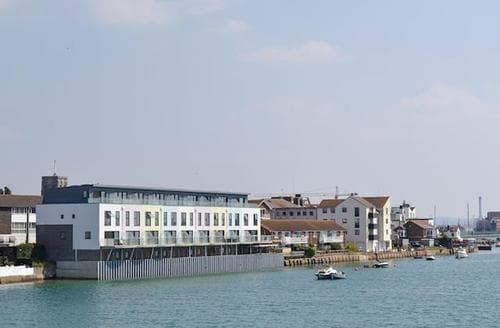 Last Minute Cottages - Oyster Quay