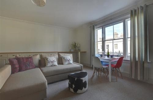 Last Minute Cottages - Gorgeous Hove Apartment S72716