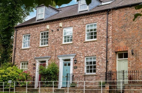 Last Minute Cottages - Abbeygate House