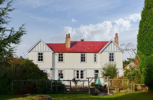 Last Minute Cottages - Pinewood House