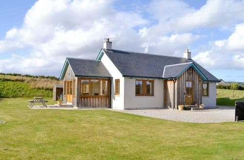 Last Minute Cottages - Craigowrie View