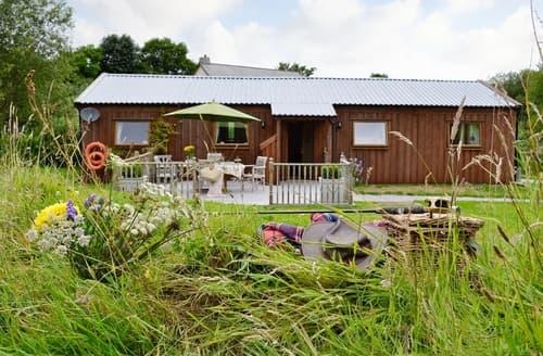 Last Minute Cottages - Lakeside Lodge