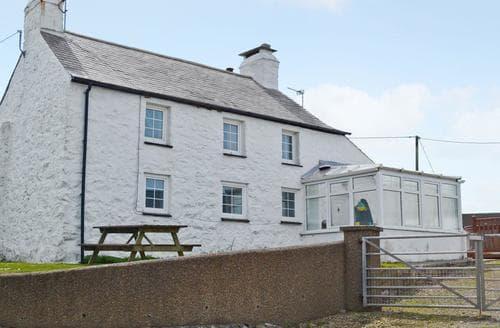 Last Minute Cottages - Porth Cormon Farmhouse