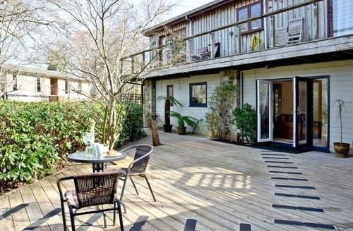Last Minute Cottages - Lake Side Apartment - 15 Indio Lake