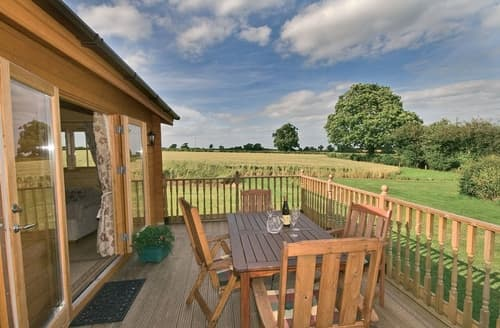 Last Minute Cottages - Field Lodge - E4380
