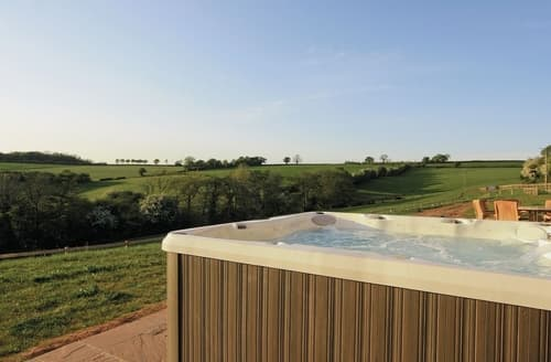 Last Minute Cottages - Green Dyffryn Barn - HW7659