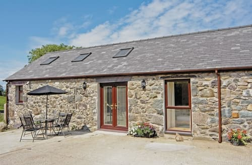 Last Minute Cottages - Llety ll y  Warch - HW7719
