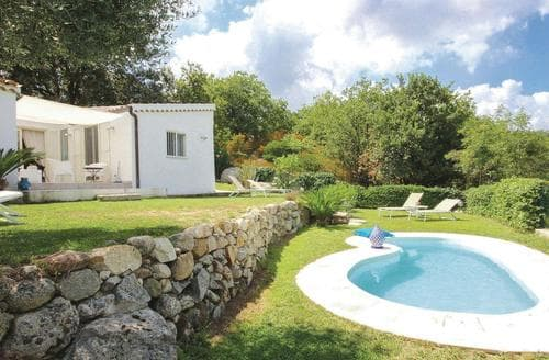 Last Minute Cottages - Villa Acquaro