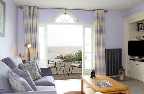 Last Minute Cottages - Seashore Apartment