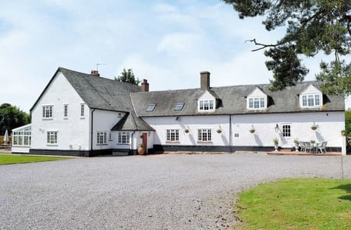Last Minute Cottages - Dinckley Court