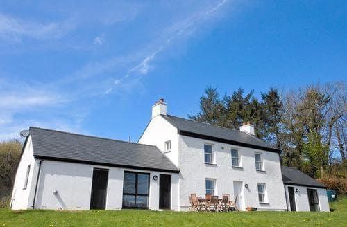 Last Minute Cottages - Dolgoed House