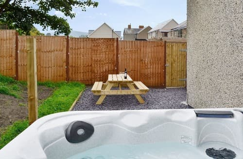 Last Minute Cottages - Swyn y Mor