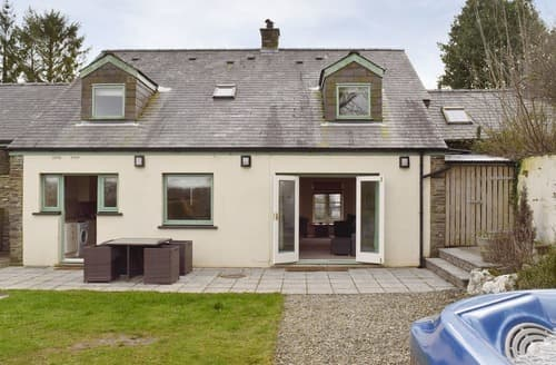 Last Minute Cottages - Aneirin - UK10311