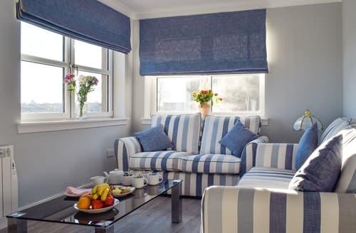 Last Minute Cottages - Sea View Apartment - UK10459