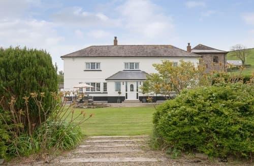 Last Minute Cottages - Mwche Farmhouse - UK11013