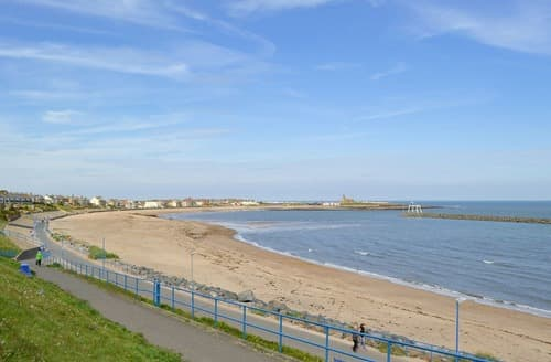 Last Minute Cottages - Holmlea By The Sea