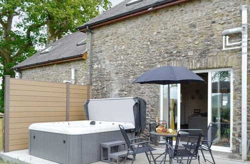 Last Minute Cottages - Towy Cottage