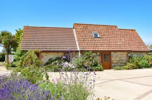 Last Minute Cottages - Honeysuckle Cottage-UK11688