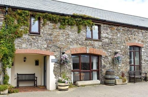 Last Minute Cottages - Toad Hall - UK 12217