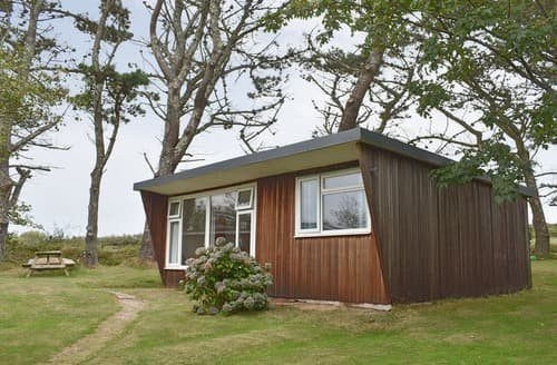 Last Minute Cottages - Chalet 6 - UK12566