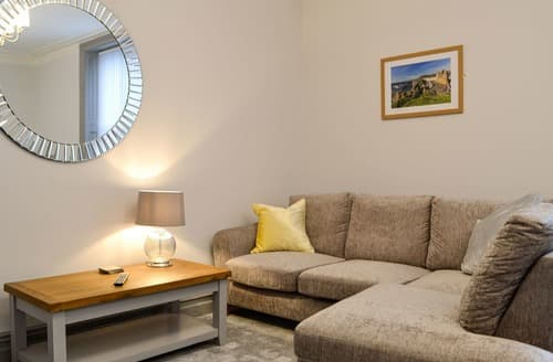 Last Minute Cottages - Grosvenor House Two - UK12677