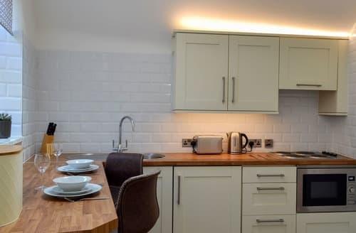 Last Minute Cottages - Kinder Apartment - UK12957