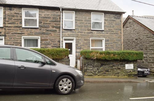 Last Minute Cottages - Min Y Coed