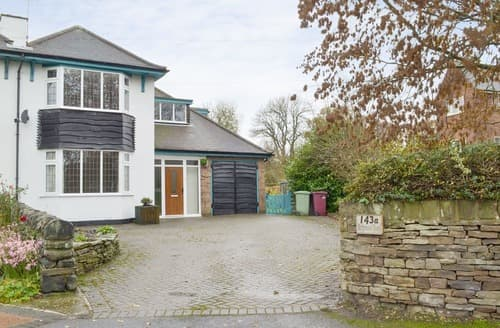 Last Minute Cottages - Holly Tree Cottage