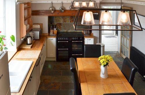 Last Minute Cottages - Manor Farm House East