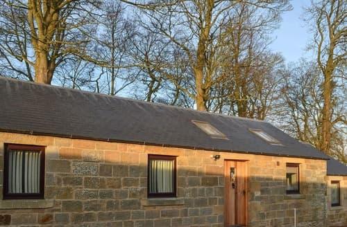 Last Minute Cottages - Heckley Stable Cottage