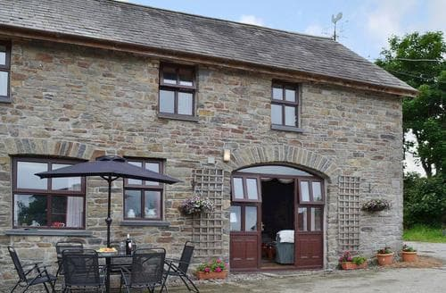 Last Minute Cottages - Ty Coch Cottage