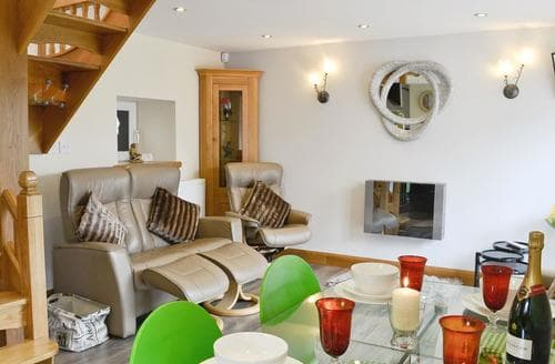 Last Minute Cottages - Lily Vale Cottage