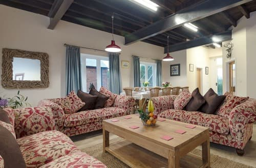 Last Minute Cottages - Harbour View - UKC2303